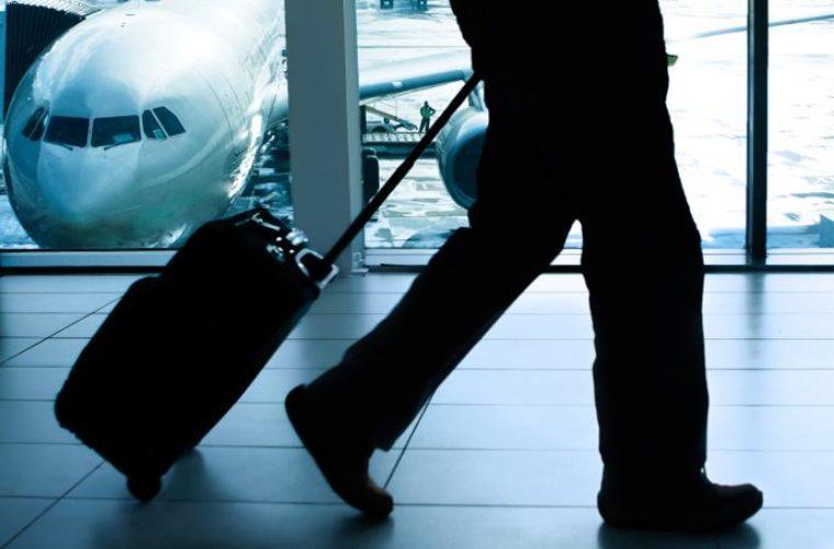 Αποκλειστικό: Του έκλεψαν 1400 ευρώ από την βαλίτσα στο αεροπλάνο