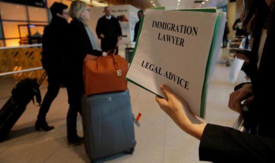Ο Τραμπ βλάπτει σοβαρά τον τουρισμό με τις απαγορεύσεις