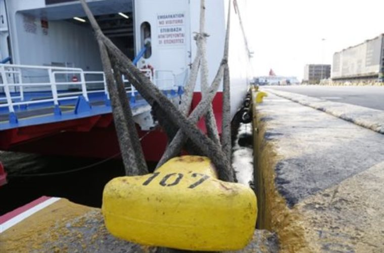 Δεμένα στα λιμάνια τα πλοία την Πρωτομαγιά
