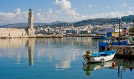 Ρέθυμνο: Έφτασαν οι πρώτοι τουρίστες – Θετικά τα μηνύματα για τη φετινή σεζόν