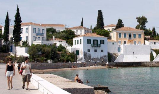 Οι Έλληνες ταξιδεύουν με οργανωμένα πακέτα φέτος το Πάσχα