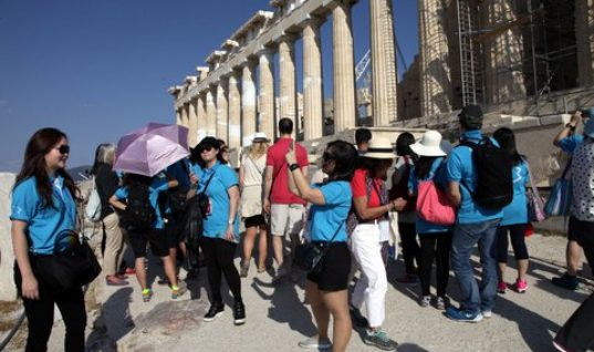 Τουρισμός: Η «ακτινογραφία» των εισπράξεων και των αφίξεων στην Ελλάδα