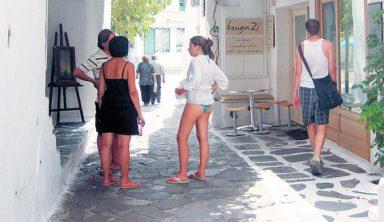 Τουρκικές «φίρμες» κάνουν απόβαση στη Μύκονο