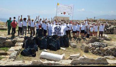 Εργαζόμενοι του Creta Maris Beach Resort καθάρισαν τον αρχαιολογικό χώρο «Καστρί»