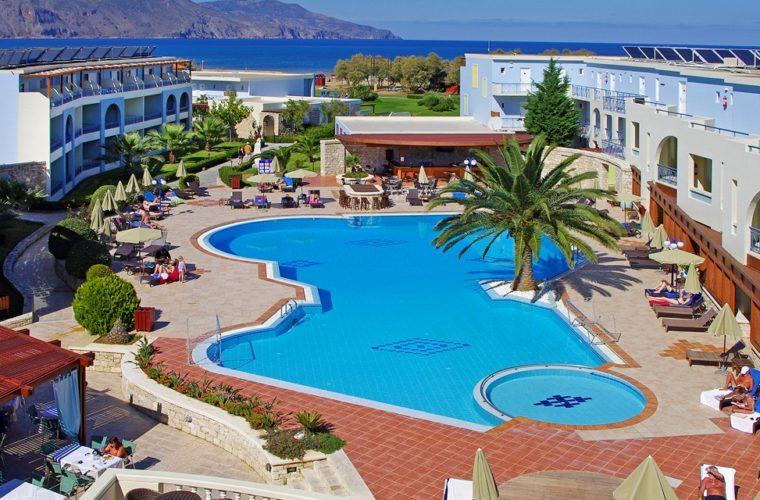 Εργαζόμενοι και επισκέπτες του Mythos Palace Resort & Spa καθάρισαν την παραλία