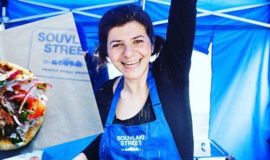 Το Souvlaki Street μιας Χανιώτισσας προκαλεί ουρές αναμονής στο Λονδίνο