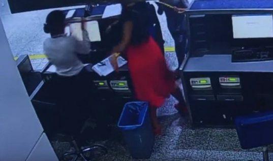 Επιβάτης χαστουκίζει άγρια υπάλληλο της «Air France»