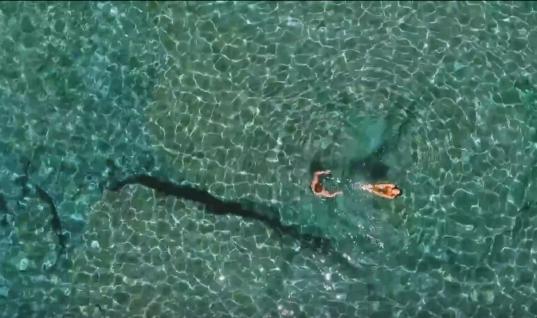 """Ρώσος έφτιαξε βίντεο με τις παραλίες που """"ξεχώρισε"""" στα Χανιά"""