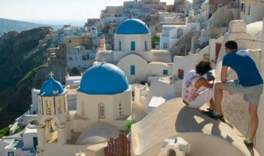 Eurostat: Σχεδόν 9 στους 10 Ελληνες μένει στην Ελλάδα για διακοπές