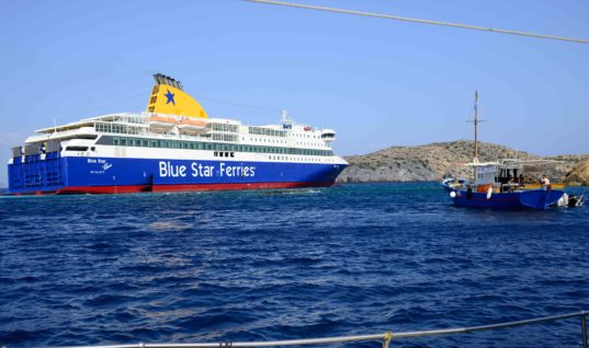 Κορωνοϊός: Το «Blue Star Μύκονος» δεμένο στη Λήμνο, με 420 επιβαίνοντες -Περιμένουν τα αποτελέσματα για ύποπτο κρούσμα