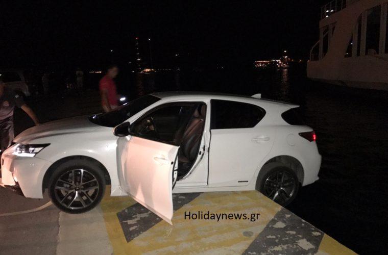 Αποκλειστικό: Ένα Lexus στο λιμάνι του Πόρου παραλίγο να μετατραπεί σε θαλάσσιο τάφο για ένα ζευγάρι
