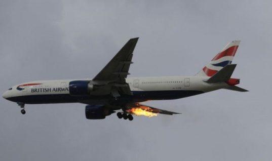 Τρόμος σε πτήση από Λονδίνο για Αθήνα: Στις φλόγες η μία μηχανή