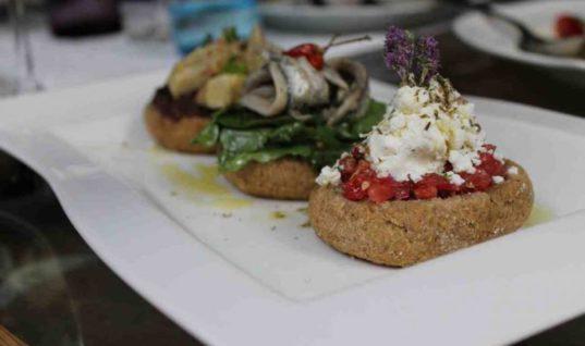 Η κρητική κουζίνα γίνεται street food στον Άγιο Νικόλαο