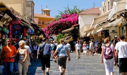 Ποιοί τουρίστες ανέβασαν τις εισπράξεις τον Ιούλιο