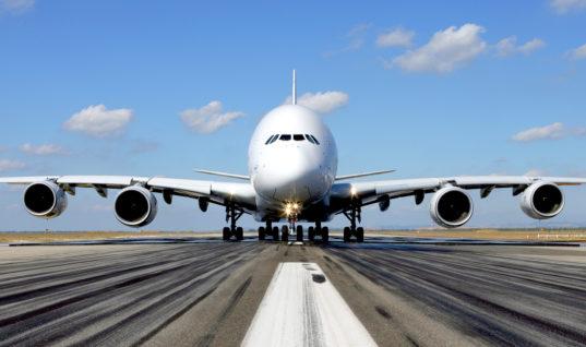 Airbus A380 γίνεται «φτερό στον άνεμο» στο αεροδρόμιο του Ντίσελντορφ