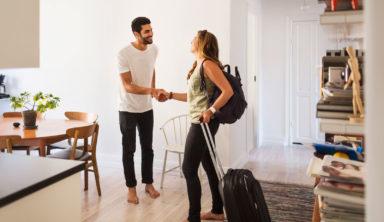 Μετατρέπουν τα σπίτια της Airbnb σε… οίκους ανοχής!