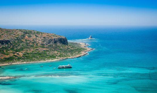 """Κυκλάδες, Κρήτη και Δωδεκάνησα """"σήκωσαν"""" φέτος το κύμα των τουριστών"""
