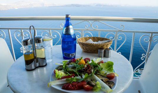 ΣΕΤΕ: 67 ευρώ την ημέρα ξοδεύει κάθε τουρίστας στην Ελλάδα