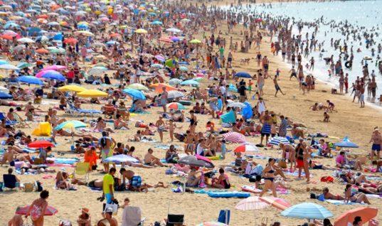 «Υπερ-τουρισμός»: Η μάστιγα που πλήττει Βενετία, Άμστερνταμ, Βαρκελώνη και Λονδίνο