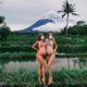 Μπαλι :Εγκυμονούσες τουρίστριες φωτογραφίζονται με φόντο το ηφαίστειο