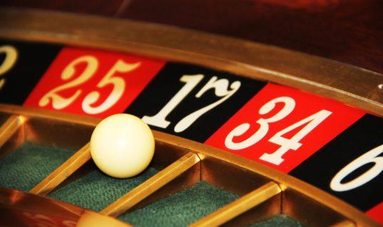 Καζίνο σε Κρήτη, Μύκονο και Σαντορίνη – Τί προβλέπει το σχέδιο νόμου;