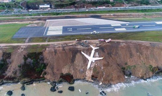 Απίστευτες εικόνες στην Τουρκία: Αεροπλάνο γλίστρησε στον γκρεμό!(Pics&Video)
