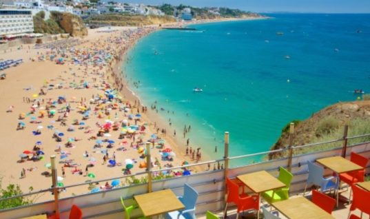Εκτοξεύτηκε το ενδιαφέρον για τουριστικά ακίνητα στη δεκαετία της κρίσης
