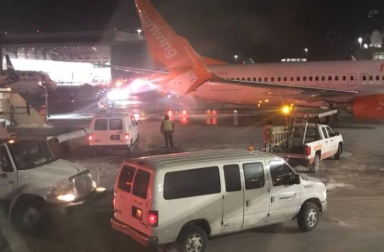 Χάος από τη σύγκρουση δύο αεροσκαφών σε αεροδρόμιο του Τορόντο