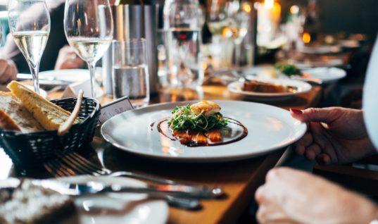 Πρόστιμο 20.000 ευρώ στο εστιατόριο που χρέωνε μισή περιουσία για 4 μπριζόλες