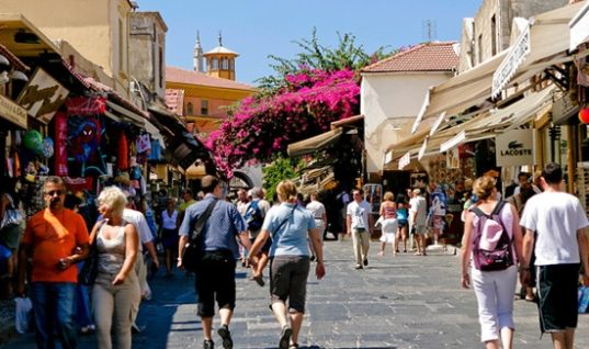 Παγκόσμιος τουρισμός: Ρεκόρ 7ετίας το 2017- Απογειώθηκαν οι αφίξεις στη Μεσόγειο