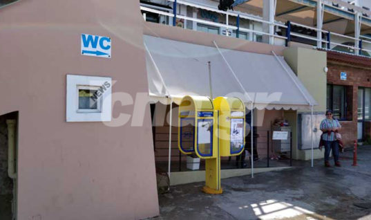 Αγιος Νικόλαος: Η «εικόνα» που μηδενίζει την υπεραξία της πόλης – Οι τουαλέτες στο λιμάνι (pics)
