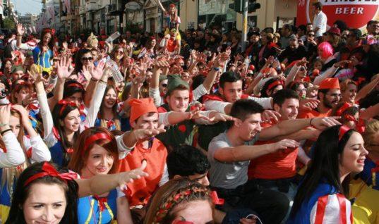 """Το Ρεθεμνιώτικο καρναβάλι φέρνει τουρίστες στην """"καρδιά"""" του χειμώνα"""