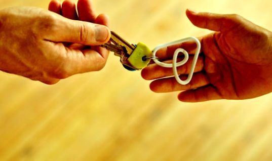 "Airbnb: ""Συρρικνώνει"" την απόσταση με τα ξενοδοχεία, διεκδικεί τους ίδιους πελάτες"