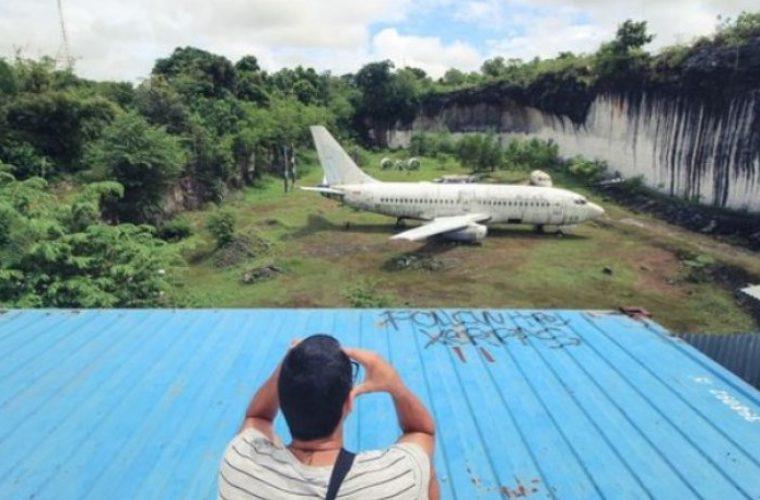 Μυστήριο με άθικτο αεροπλάνο στη μέση της ζούγκλας στο Μπαλί (pics)