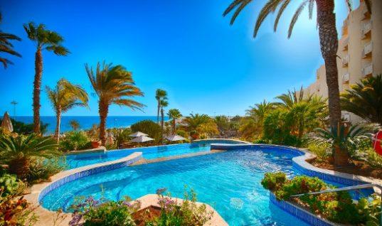 Εξαπλάσια τα τουριστικά έσοδα της Ισπανίας σε σχέση με την Ελλάδα