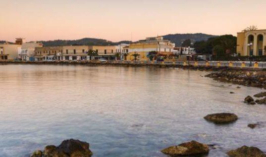 Το BBC βρήκε την πιο περίεργη πόλη της Ελλάδας και υμνεί την παράξενη ομορφιά της [εικόνες]