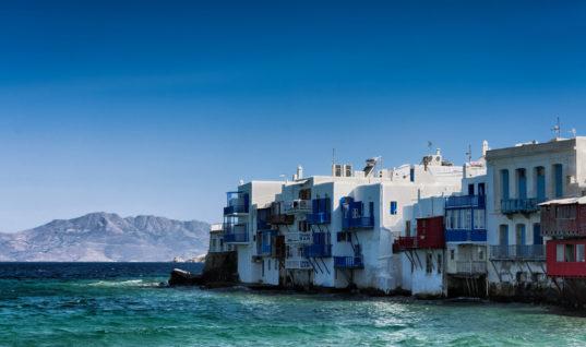 Άδειες για νέα ξενοδοχεία σε Μύκονο και Χανιά