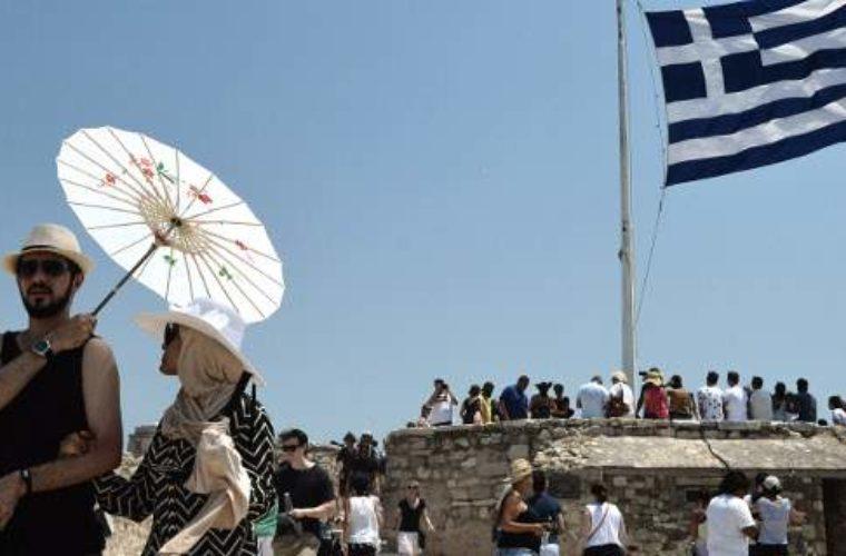 Handelsblatt: Τσίπρας, Τσακαλώτος βάζουν βαθιά το χέρι στην τσέπη των τουριστών