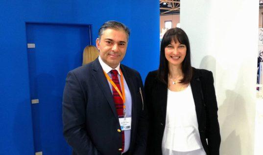 Ο δημοσιογράφος Κώστας Συλιγάρδος με την υπουργό τουρισμού κ.Έλενα Κουντουρά