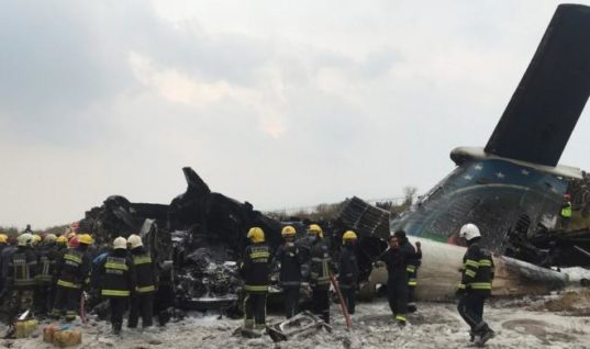 Αεροπλάνο πήρε φωτιά κατά τη διάρκεια προσγείωσης – 50 νεκροί (vid)