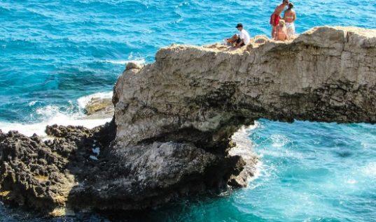 Αγία Νάπα: Ανεπιθύμητοι οι χούλιγκαν Βρετανοί τουρίστες