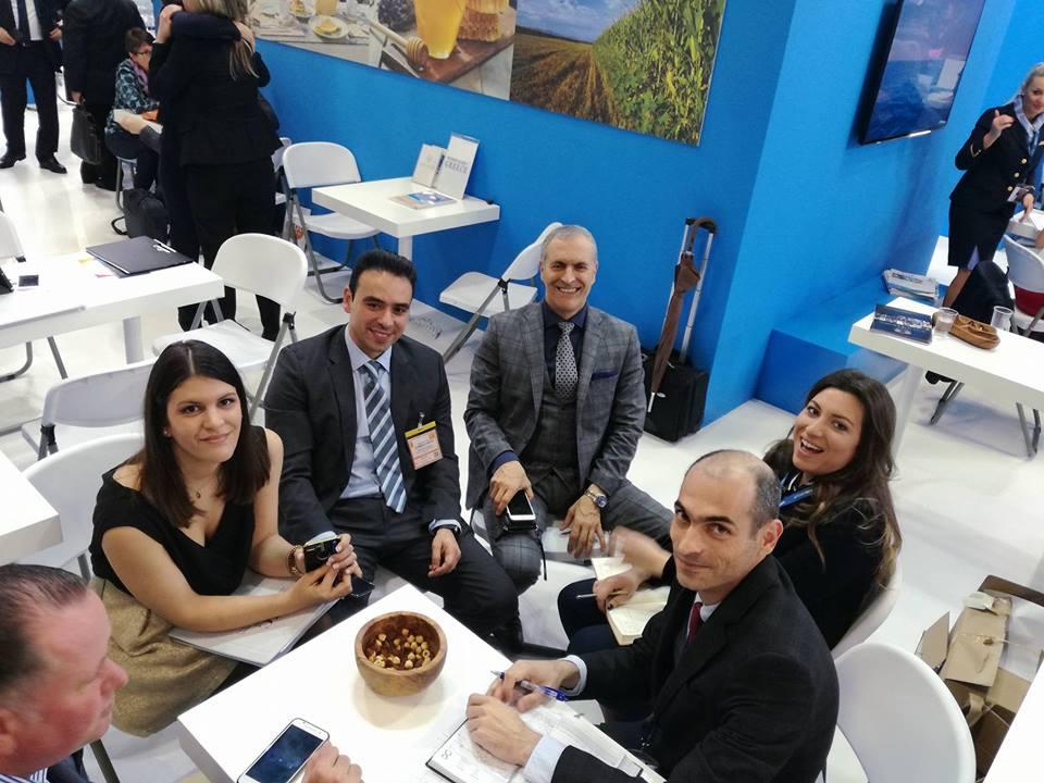 Στο περίπτερο της CHC, Ζαχαρίας Χνάρης Έφη Χνάρη, Έβελυν Σπύρου και ο Μανώλης Αποστολάκης του Trend Touristic με συνεργάτες τους
