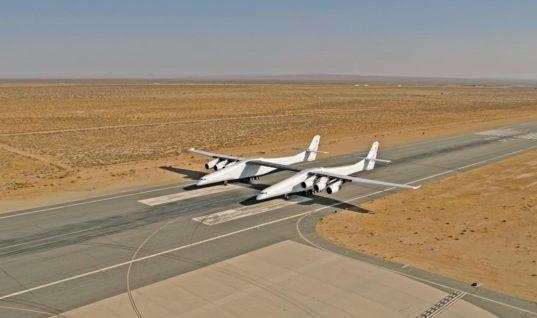 Tο μεγαλύτερο αεροσκάφος του κόσμου ετοιμάζεται για την παρθενική του πτήση -Δύο αεροσκάφη σε ένα [βίντεο]