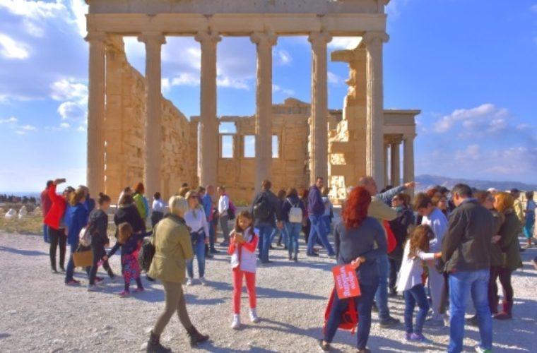 Τα Athens Walking Tours ξεναγούν τους Αμερικανούς τουριστικούς πράκτορες στην Αθήνα