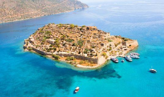 Στην Κρήτη οι τουρίστες ξοδεύουν τα περισσότερα απ' όλη την Ελλάδα