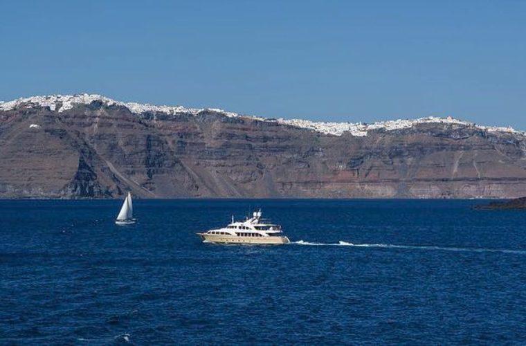 Φρένο στις παράνομες ναυλώσεις τουριστικών επαγγελματικών σκαφών