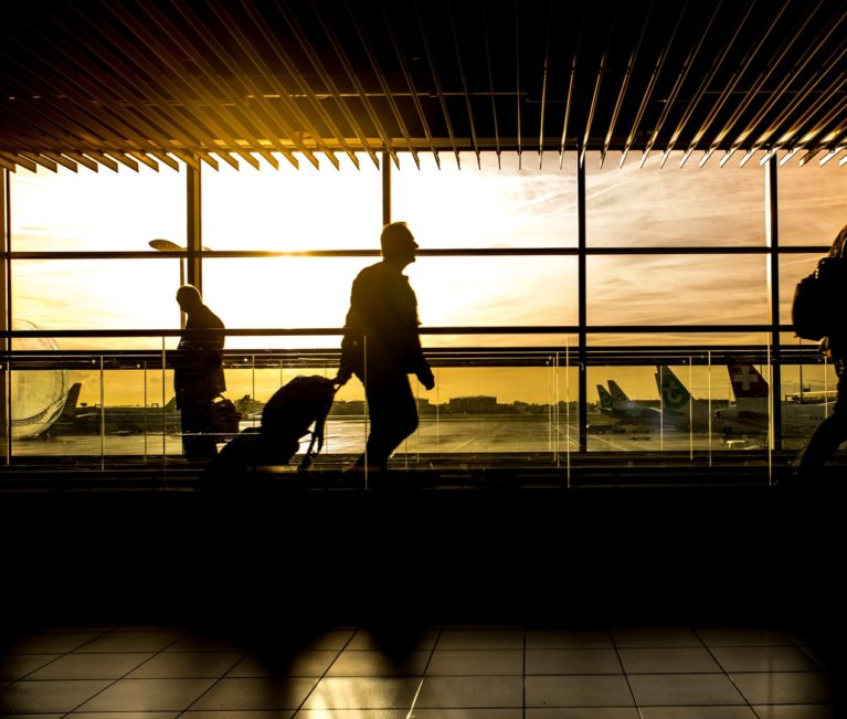 Tουρισμός: «Απογείωση» για τις διεθνείς αεροπορικές αφίξεις, κόπωση για τις οδικές