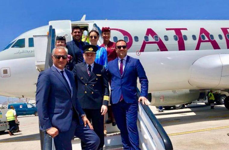 Η Μύκονος υποδέχθηκε με παραδοσιακούς χορούς την πρώτη απευθείας πτήση από το Κατάρ!