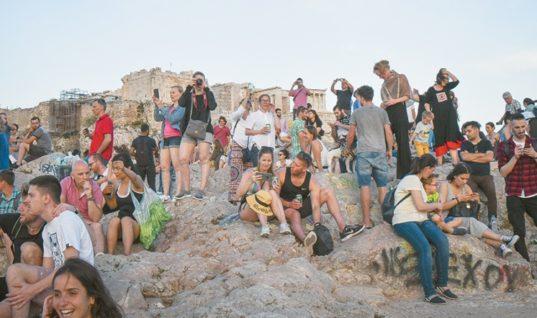 32 εκατομμύρια τουρίστες θα έχει η Ελλάδα το 2018