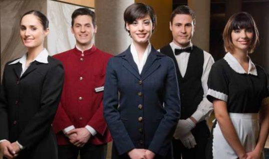Στον τουρισμό οι 8 στις 10 νέες θέσεις εργασίας το Μάιο